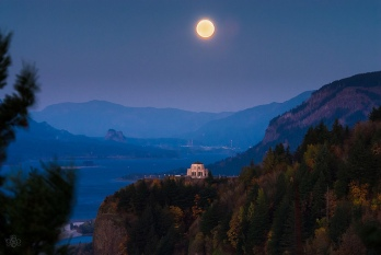 Harvest Moon over Vista House